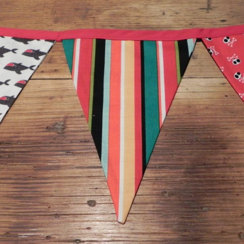 Bunting - Bleackbeards Pirate Red